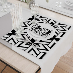 Set - Place Mats + Cloth Napkin - Triangles in black and white